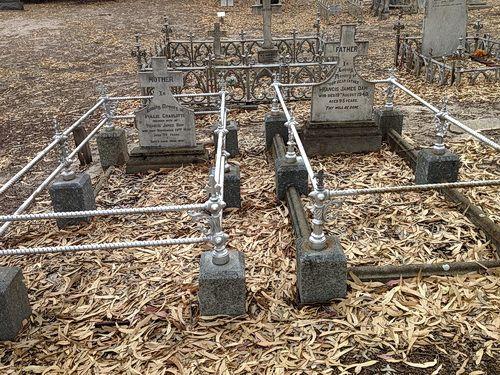 Daw_FE_PC_pioneer_grave