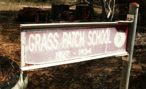 Malle School Trail-grass_patch_school_directions